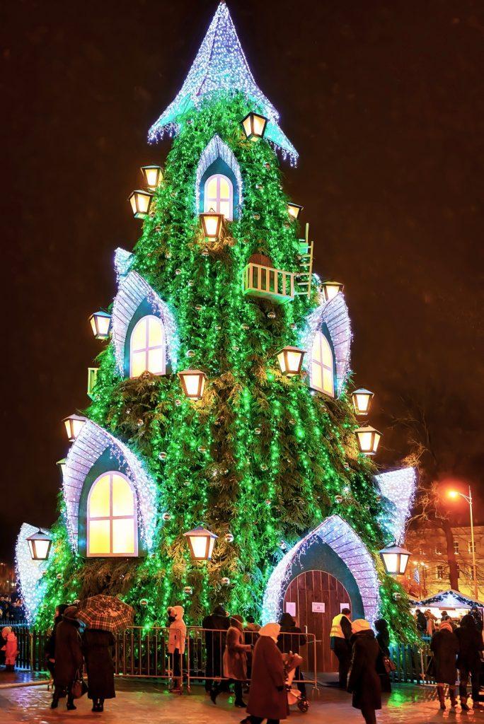 30 необычных новогодних ёлок